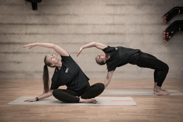 yoga jenter
